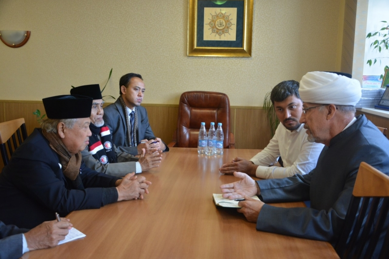 Damir Gizatuallin receives delegation of Indonesian Darussalam University