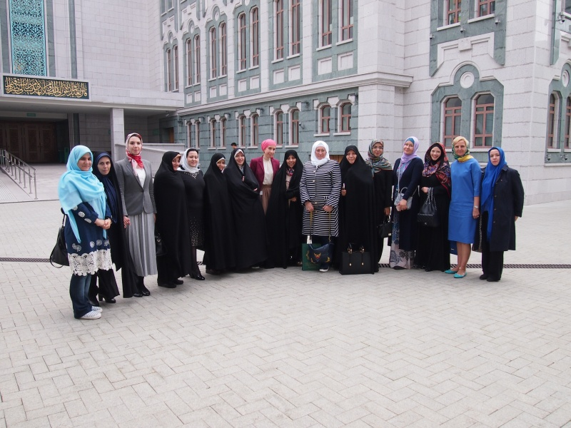 Women's delegation from Iran visits Moscow Cathedral mosque