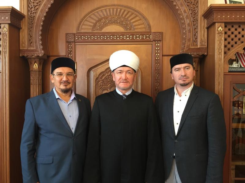Муфтий шейх Равиль Гайнутдин принял в своей резиденции Сопредседателя СМР, Муфтия Поволжья Мукаддаса Бибарсова и главу ДУМПО Муфтия Ислама Дашкина