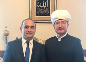 Mufti Sheikh Ravil Gaynutdinov meets principal of Azerbaijan Institute of Theology