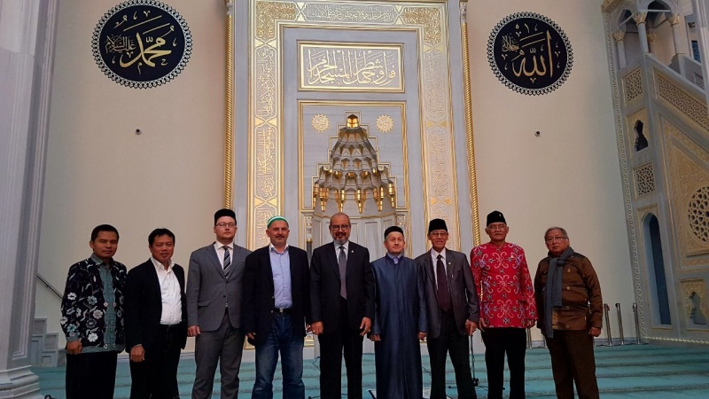 Indonesian delegates visit Moscow Cathedral Mosque