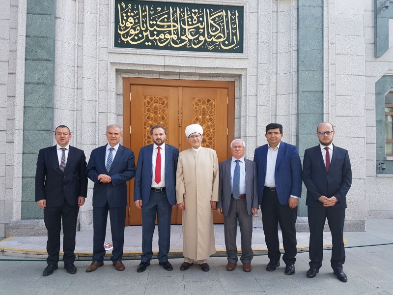Diyanet delegation from Turkey visits Moscow Cathedral Mosque