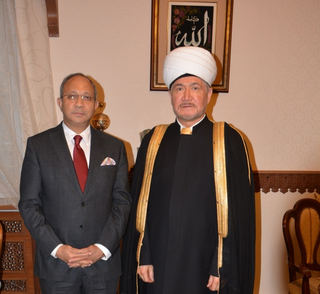 Mufti Sheikh Ravil Gaynutdin meets the Indian ambassador